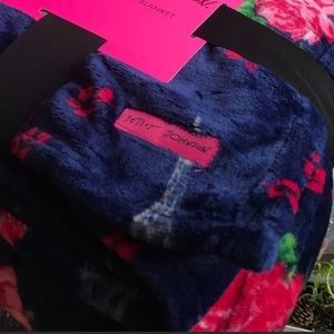 Betsey Johnson King size plush blanket